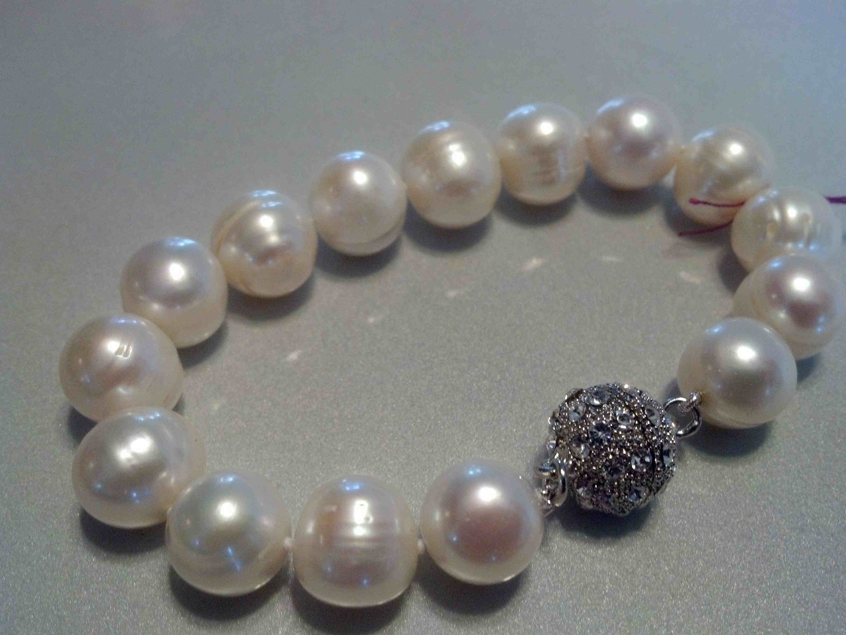 #016 - 11MM SINGLE WHITE BAROQUE BRACELET 7_5 INCH SILVER CRYSTAL CLASP