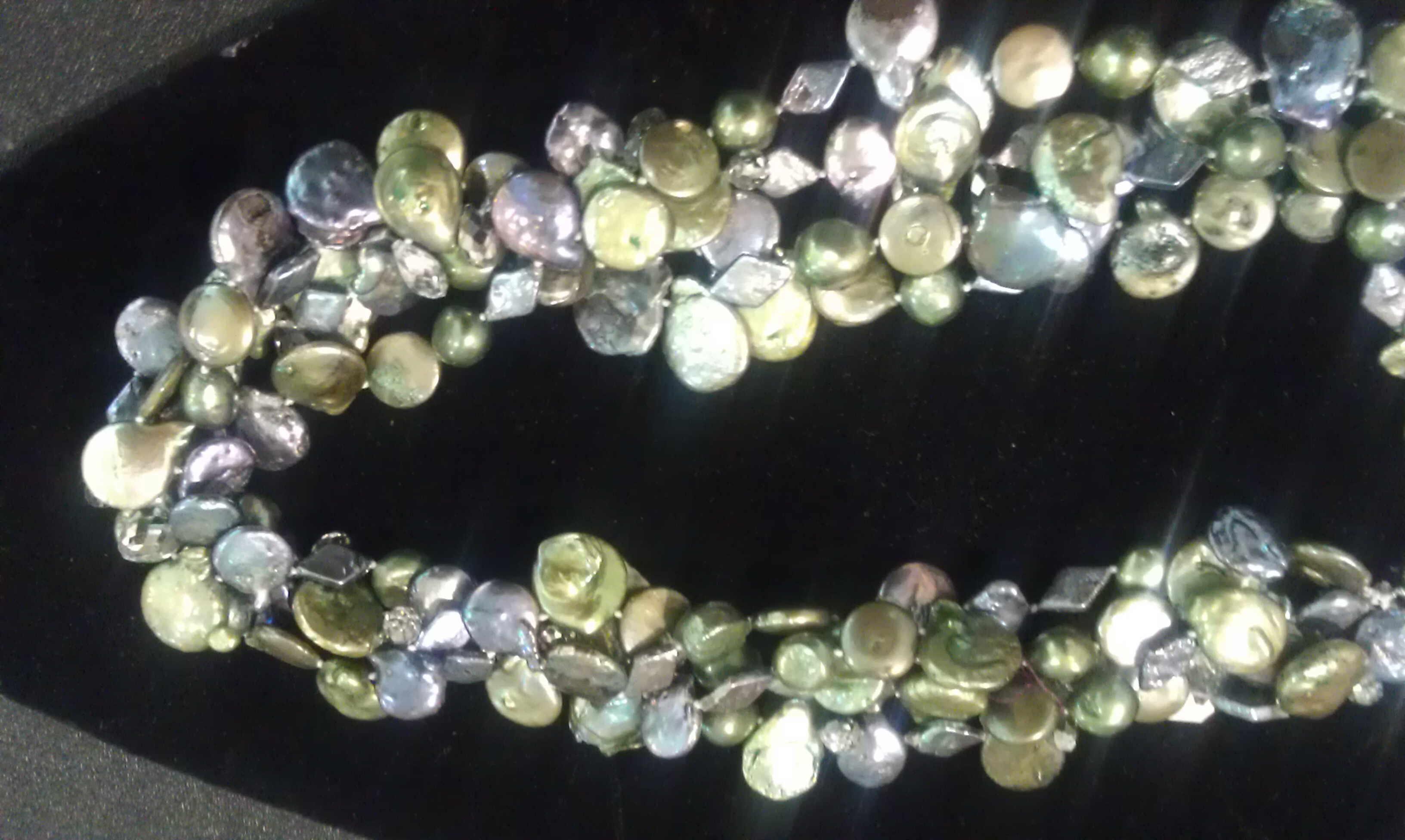 #517 - olive-silver pearl muntistrand.jpg