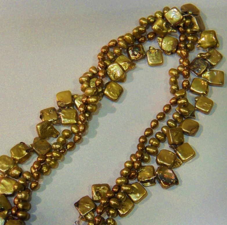 #533 - NECK-MULTI-GOLD SQUARE PEARL